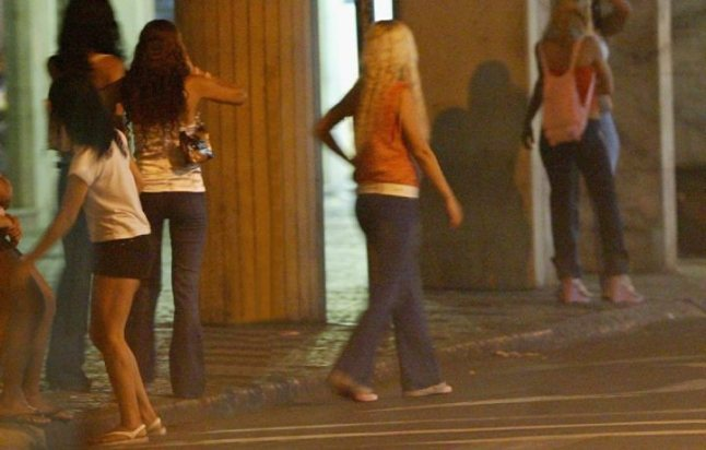 Meninas exercendo a prostituição no Rio de Janeiro, capital do rock