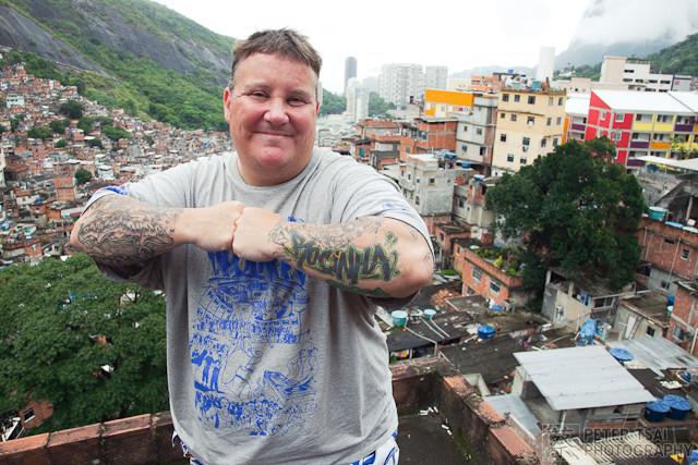 """Turista típico do sangue que escorre nas favelas """"pacificadas"""""""