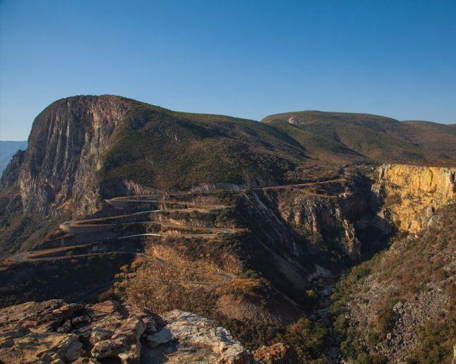 Namibe. Serra da Leba. Clique para ampliar