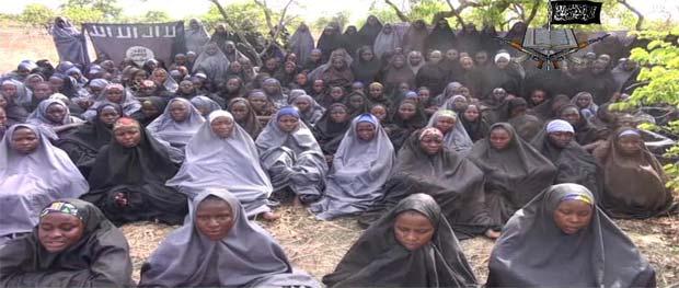 Imagen obtenida del video hecho público el 12 de mayo por el grupo terrorista Boko Haram.