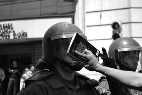 livro na cara