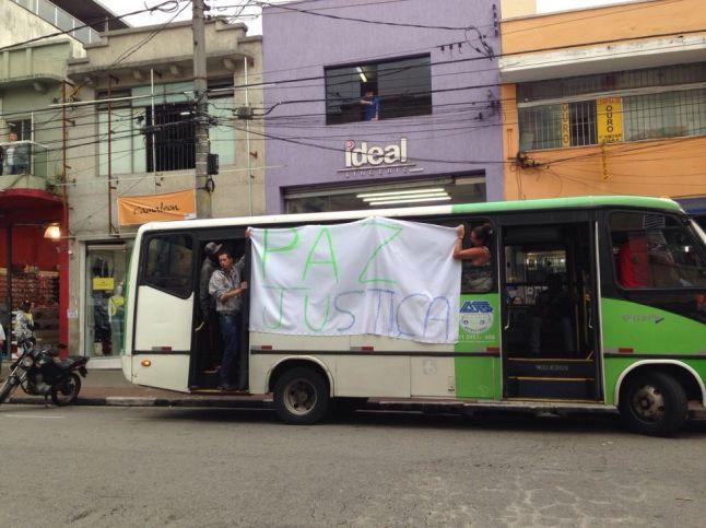 Ambulantes, companheiros de Braga, a caminho do aeroporto de Guarulhos para prestar homenagem ao camelô: M. MARTÍN