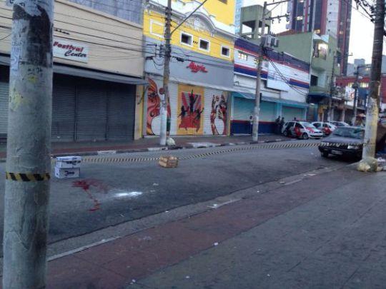 Uma mancha de sangue na rua onde começaram os distúrbios: MARÍA MARTÍN
