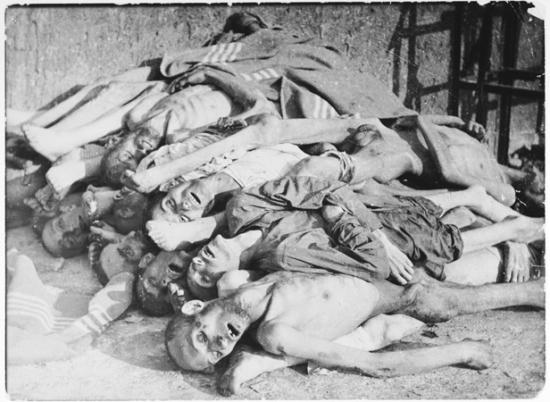 Em 1º de outubro de 1944, a primeira de duas séries de experiências médicas envolvendo castração são levadas a cabo em homossexuais no campo de concentração de Buchenwald, perto da cidade de Weimar, Alemanha. Embora tecnicamente não fosse um campo de extermínio, pois lá não havia câmaras de gás, não obstante eram comuns centenas de prisioneiros morrerem por desnutrição, doenças, maus tratos e execuções. Na verdade era uma câmara de horrores, onde experiências médicas dos tipos mais cruéis eram realizadas com prisioneiros contra sua vontade. As vítimas eram amiúde e intencionalmente injetadas com diversas infecções a fim de se testar vacinas.