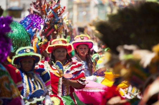 Dançarinos de Maracatu em Nazaré da Mata, no Pernambuco. PERCIO CAMPOS (EFE)