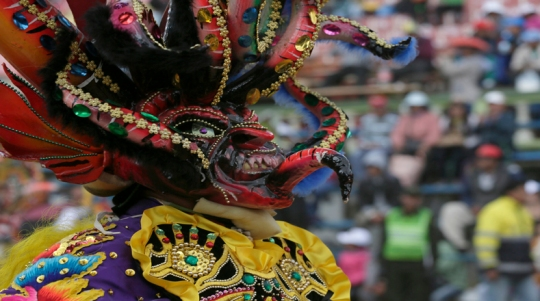"""Member of the """"Diablada"""" group performs during the Carnival parade in Oruro"""