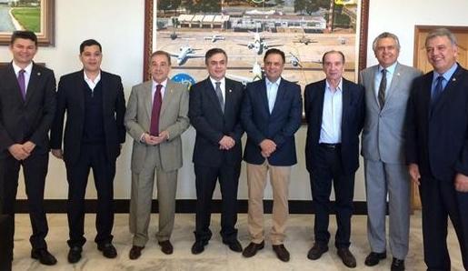 Senadores brasileiros liderados por Aécio pretendem 'salvar' a Venezuela [Para pronta entrega aos Estados Unidos]