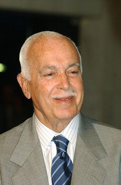 Antônio Carlos Magalhães fundou o Correio da Manhã, e como ministro das Comunicações se transformou no maior barão da mídia no Nordeste. Apoiou a ditadura militar e sempre foi o inimigo n. 1 do PT
