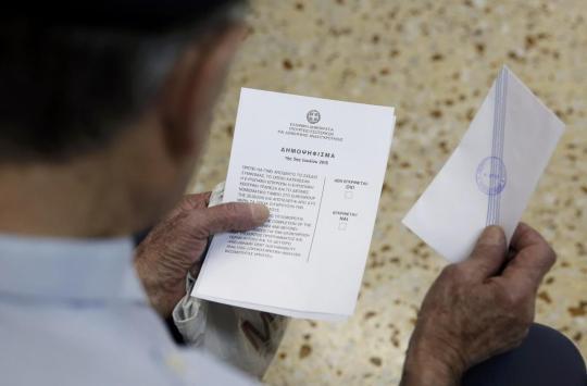 Boletim de voto do refenfo em Atenas, Grécia REUTERS/CHRISTIAN HARTMANN
