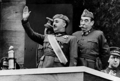 Franco com a faixa de ditador