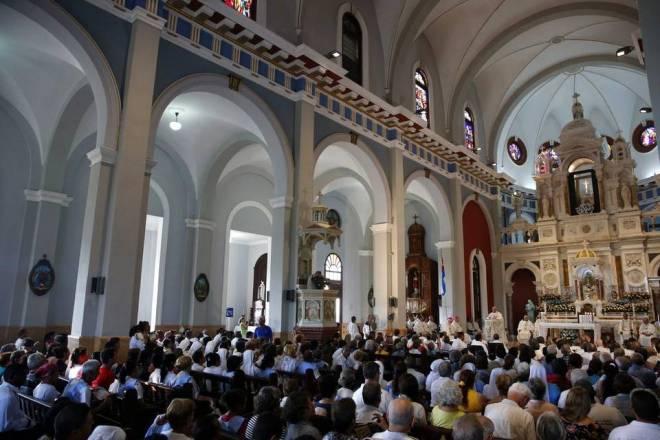 CUBA PAPA Fotografía del interior de la Basílica Menor del Santuario de Nuestra Señora de la Caridad del Cobre durante una misa oficiada por el papa Francisco hoy, martes 22 de septiembre de 2015, en en Santiago (Cuba). Orlando Barría EFE