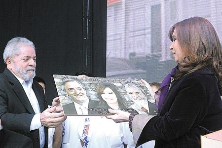 Tanto Lula como la Presidenta recordaron en sus discursos con emoción a Néstor Kirchner. Imagen: DyN.