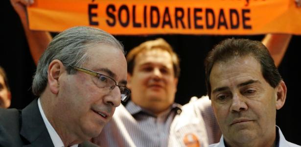 21ago2015---o-presidente-da-camara-dos-deputados-eduardo-cunha-a-esquerda-e-o-deputado-federal-paulinho-da-forca-solidariedade-sp-em-encontro-com-trabalhadores-e-sindicalistas-no-auditorio-do-1440182160981_615x300